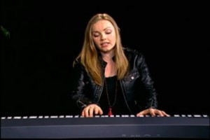 Singer-songwriter, Cassandra Kubinski