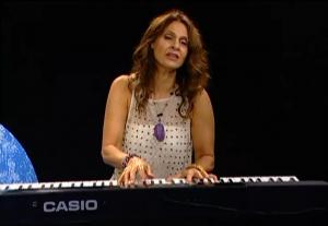 Singer-songwriter, Jennifer Harper