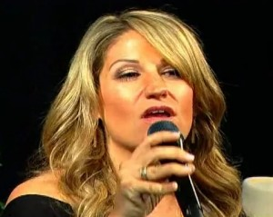 Singer-songwriter, Leslie DiNicola