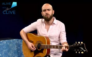 Singer-songwriter, Robert Thompson